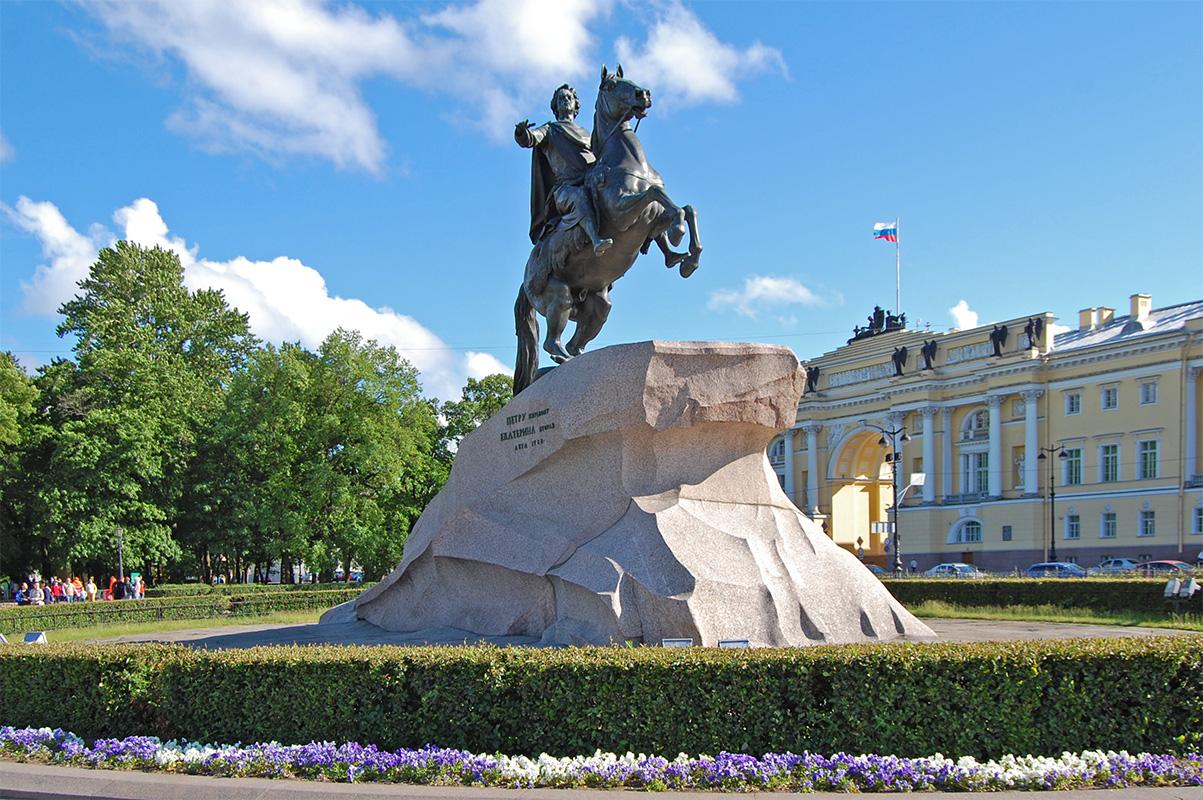 все памятники санкт петербурга фотографии принимать храмах пожертвования