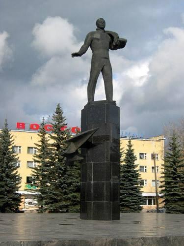 Памятники космонавтам в смоленске и области недорогие памятники фото человека из общей фотографии