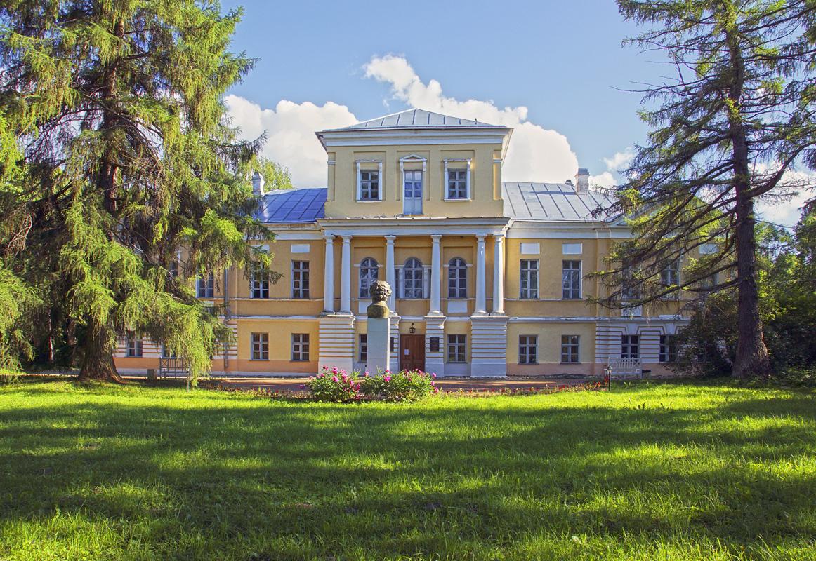 Картинки по запросу Экскурсия по музею А.С.Пушкина и усадебному парку Вульфов